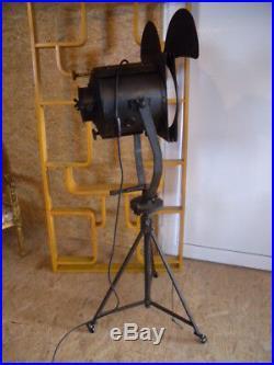 20er Film Scheinwerfer Spott Stativ Art Deco Lampe Industrial Tripod Loft Lamp