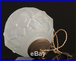 Ancien Pied de Lampe Art Déco Boule en Verre Moulé Dépoli Décor Géométrique 1930