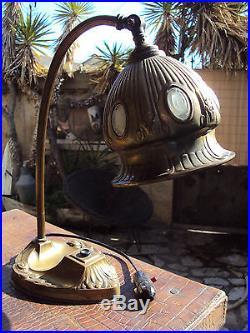 Jolie lampe de bureau en laiton art-déco