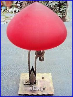 Jolie petite lampe art-déco en fer forgé début 20 ème rouge