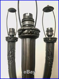 Lampe Art Deco 3 bras signée G. Limousin, régule et tulipes en verre satiné
