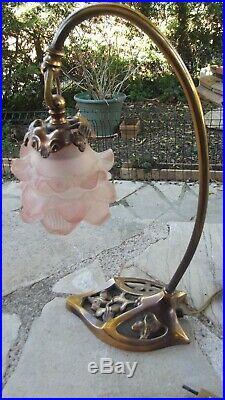 Lampe bronze à poser style Art Déco tulipe pâte de verre forme rose