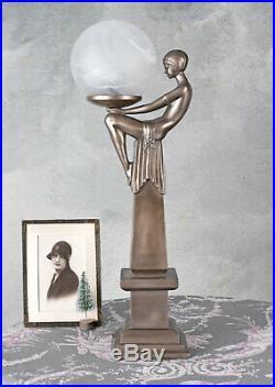 Lampe dans le style Art Déco Femme Lampe de Table avec une sculpture d'une femme