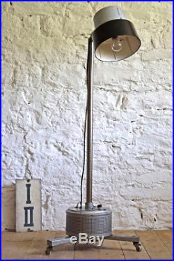 Stehlampe Antik IndustrieDesign Alt Fabrik Metall Vintage Bauhaus Art Deco Lampe